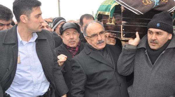 Başbakan Yardimcisi Atalay, Türk Metal Sendikasi Genel Başkani Kavlak'in Ablasinin Cenazesine Katildi