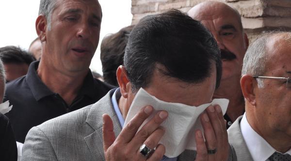 Başbakan Yardımcısı İşler Cenazede Ağladı