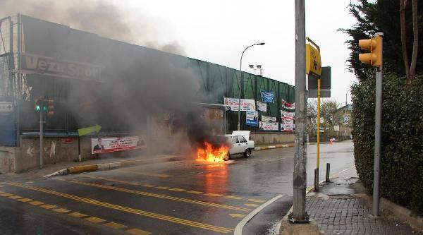 Başbakan'ın Güzergahında Otomobil Yangını