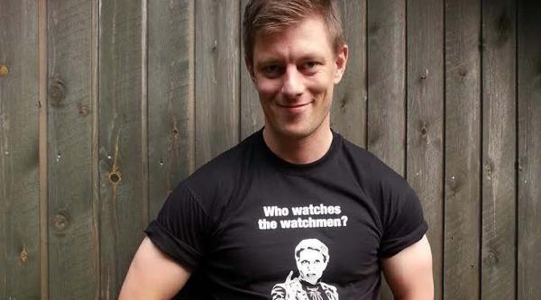 Başbakan'ın Kimlik Numarasını, Sattığı Tişörtlere Yazdı