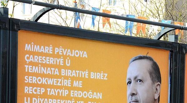 Başbakan'ın Kürtçe Yazılı Afişleri Diyarbakır'daki Billboardlarda