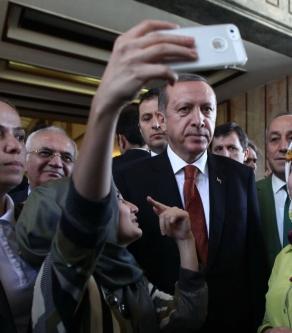 Başbakanla selfie çekildiler