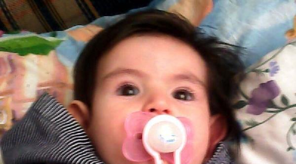 Başı Beşik Korkuluğuna Sıkışan Azra Bebek Hayatını Kaybetti