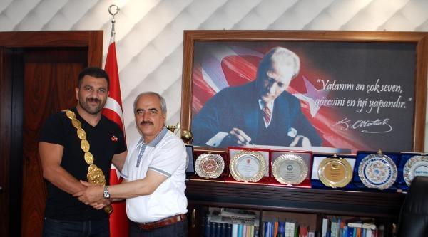 Başpehlivan Atlı'dan Tosya Belediyesi'ne Ziyaret