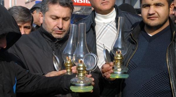 Batman'da Elektrik Kesintilerine 'gaz Lambali' Protesto