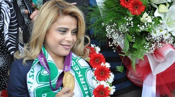 Bayan Engelli Olimpiyat Şampiyonu Yine Altın Aldı