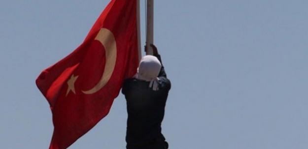 Bayrağı indirenin kimliği belli oldu!