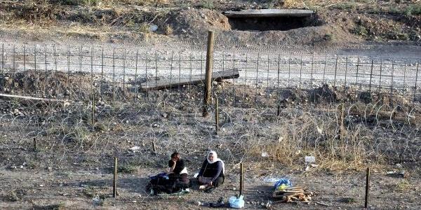 Bdp'li Başkanin Suriye Sinirindaki Eylemi Sürüyor(2)