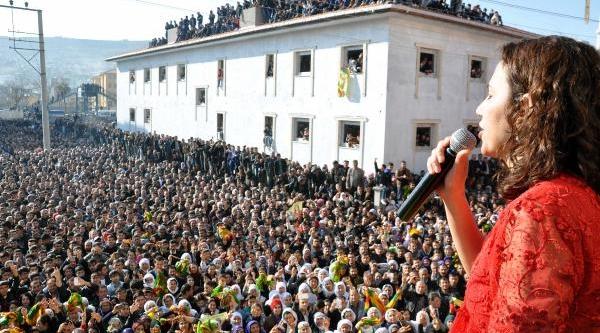 Bdp'li Irmak Ve Sariyildiz'i Binlerce Kişi Karşiladi
