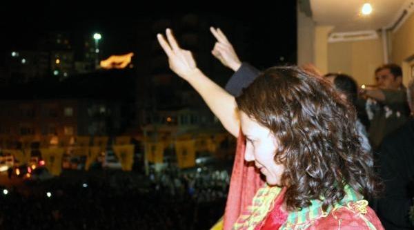 Bdp'li Irmak Ve Sariyildiz'i Binlerce Kişi Karşiladi (2)