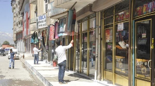 Bdp'liler Anons Etti, Yüksekova'da Kepenkler Açıldı