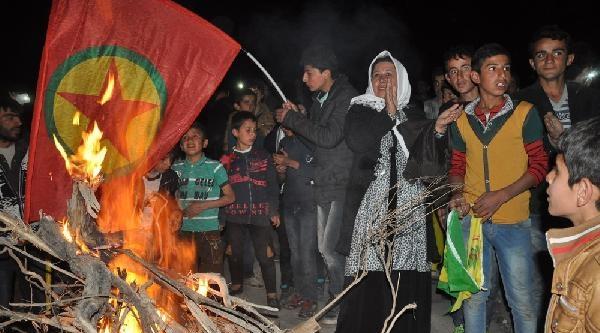 Bdp'liler Hakkari'de Sınır Karakolu Önünde Oturma Eylemi Yaptı