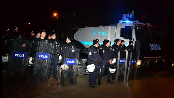 BDP'ye yürümek isteyen Ülkücü gruba polis engeli