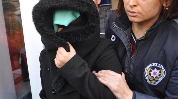 Bebeğinin Başini Kesen Üniversiteli Anne, Fotoğrafini Arkadaşina Gönderdi (2)