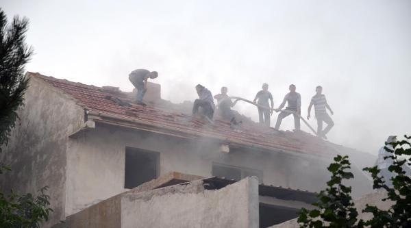 Belediye Başkanı Ünsal'in Evi Yandı