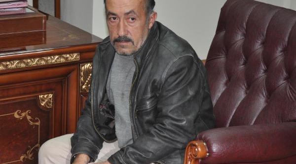 Belediye Işçisi Minareye Çikip Intihara Kalkişti