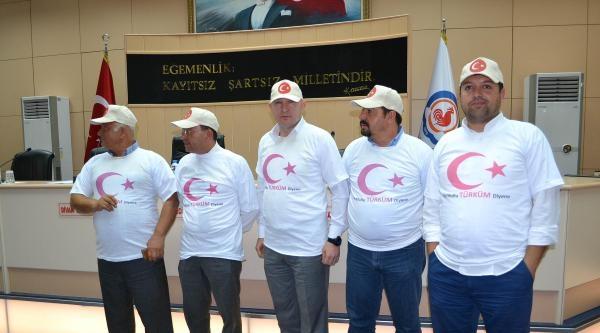 Belediye Meclisine Ay Yıldızlı Tişört Ve Şapkalarla Geldiler