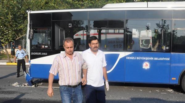 Belediye Otobüsü Servis Midibüsüne Çarpti: 20 Yaralı