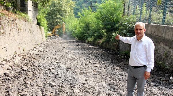 Belediye, Yol Yaptırmak İçin Yardım Kampanyası Başlattı