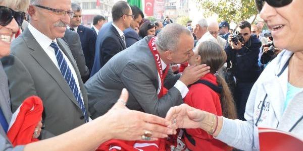Belediyeden 10 Bin Türk Bayraği
