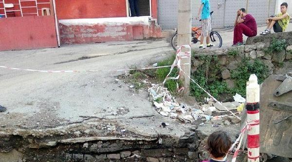 Belediyenin Açtığı Kanalizasyon Çukurlarina Tepki
