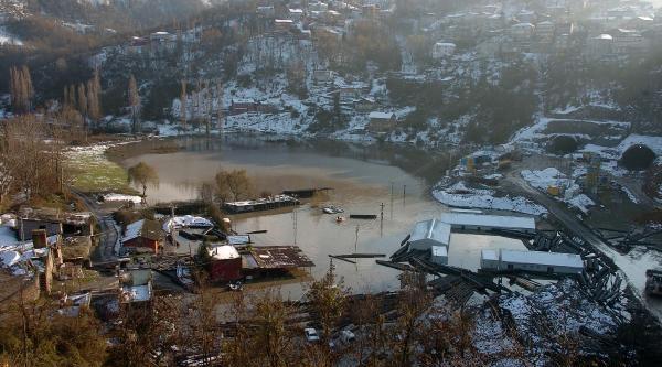 Belediyenin Asfalt Tesisi Gölete Döndü