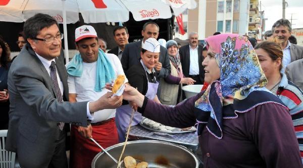 Belediyenin Karşısına Yörük Çadiri Kurdu