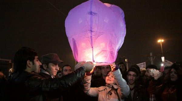 Berkin Elvan İçin Dilek Feneri Uçurdular
