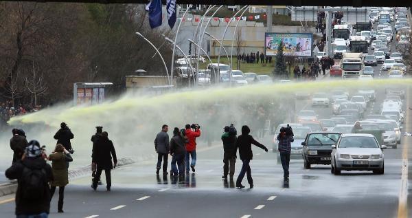 Berkin Elvan İçin Yürümek İsteyen Odtü'lülere Polis Müdahalesi (2)