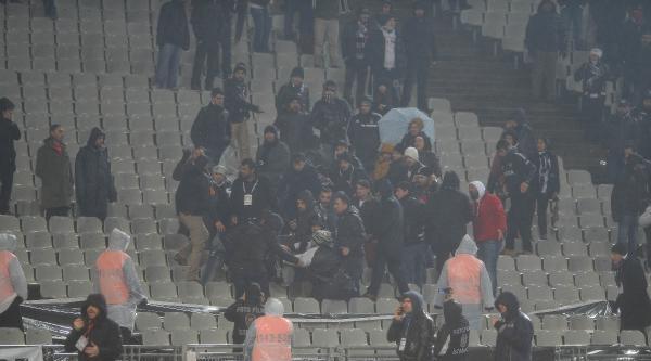 Beşiktaş - Eskişehirspor Maçının İlk Yarısında Tribün Karıştı