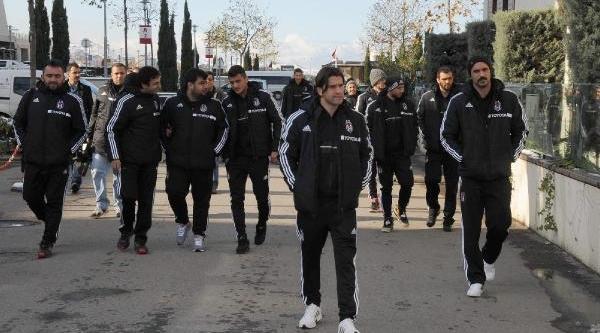 Beşiktaş Kafilesi Tolga'nin Annesi Için Trabzon'da