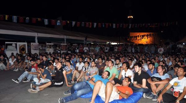 Beşiktaş Meydanı'nda Final Heyecanı