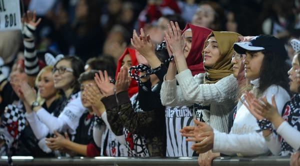 Beşiktaş - Torku Konyaspor Maçinin Ilk Yari Fotoğraflari