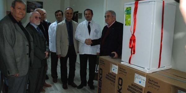 Beşiktaş'in Eski Yöneticisi Devlet Hastanesi'ne 4 Buzdolabi Bağişladi