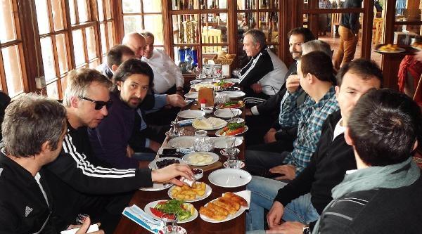 Beşiktaş'ın Rizeli Yöneticisi Kavalcı'dan Rizespor Yöneticilerine 'kahvaltı Jesti'