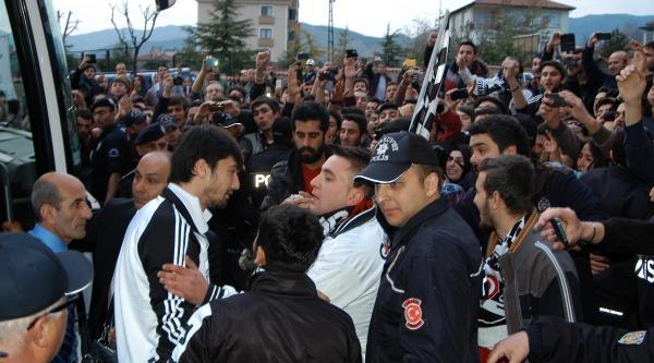 Beşiktaş,karabük'te Coşkuyla Karşılandı