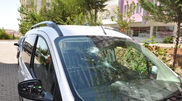 Besni'de Hafif Ticari Araca Tabancalı Saldırı