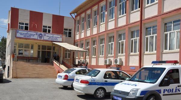 Besni'de Kavga: 1'i Polis 8 Yaralı