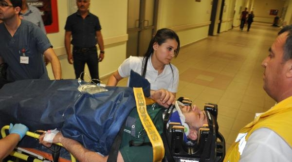 Besni'de Motosiklet Yayaya Çarpti: 2 Yaralı