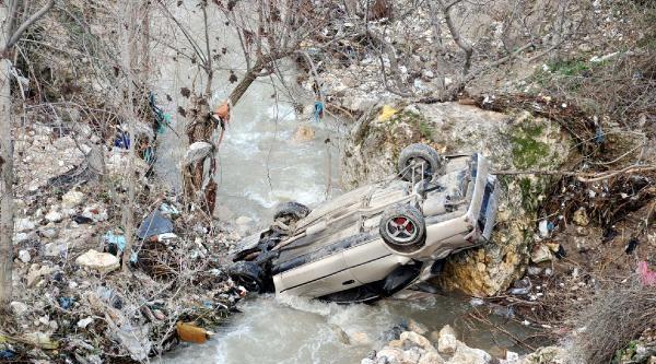 Besni'de Otomobil Dereye Uçtu: 1 Yaralı