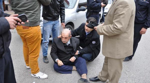 Besni'de Otomobilin Çarptiği Yaya Yaralandi