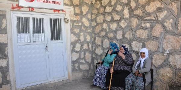Besni'de Sağlik Ocağinin Taşinmasi Protesto Edildi