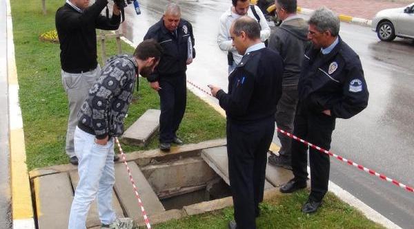 Beton Blok Kirildi, Emekli Öğretmen Su Kanalina Düştü