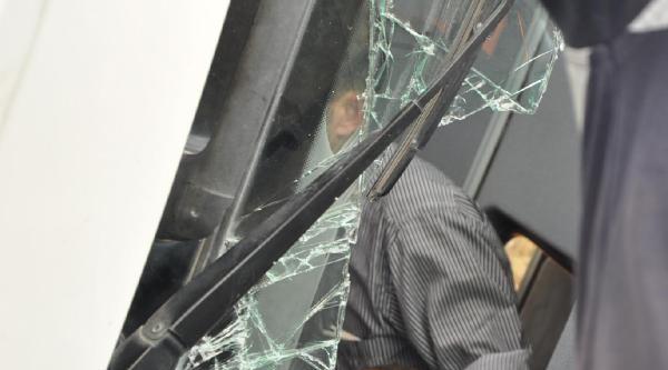 Beton Mikseri Devrildi, Sürücü Yaralandı