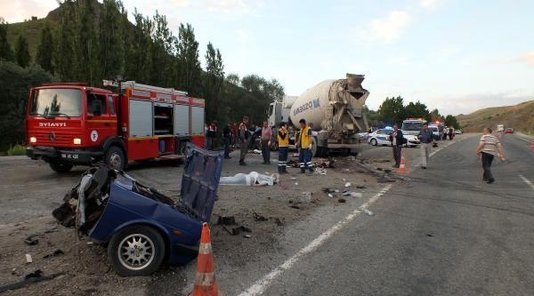 Beton Mikseri Otomobille Çarpişti; 5 Ölü, 3 Yaralı