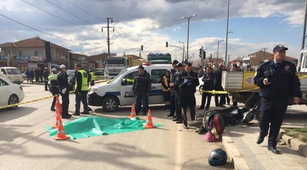 Beton Mikserinin Çarptiği Motosikletin Sürücüsü Öldü