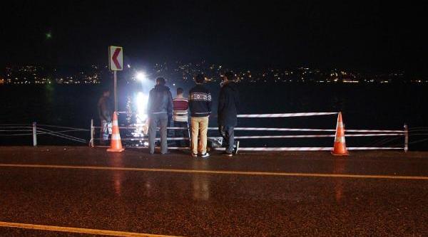 Beykoz'da Minibüs Denize Düştü