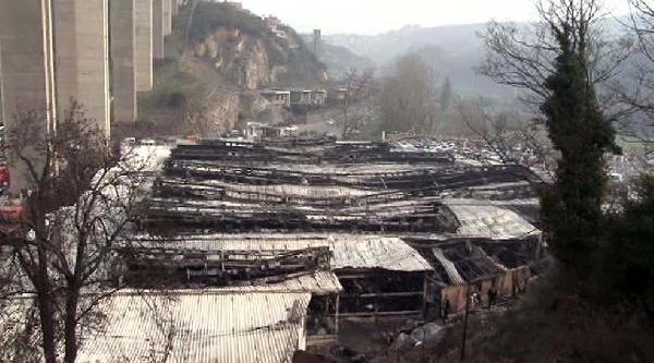 Beykoz'daki Sosyete Çarşisinda Yangin: 170 Işyeri Kül Oldu  (2)