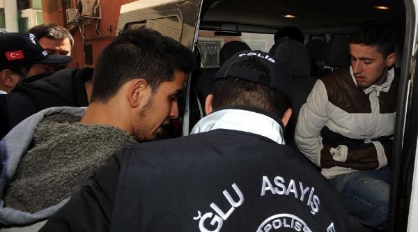 Beyoğlu'nda 52 Aracın Camlarını Kıran Şüpheliler 10 Saatte Yakalandı