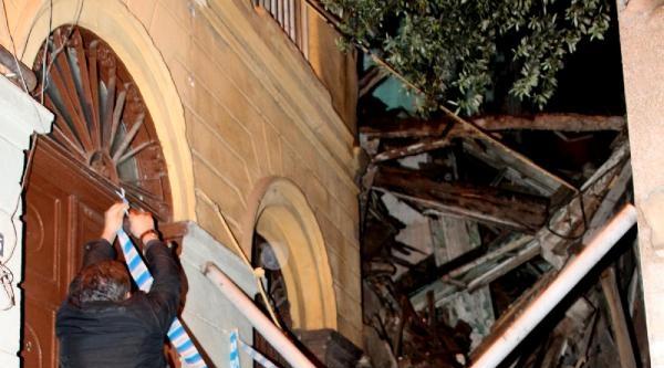 Beyoğlu'nda Ahşap Bina Çöktü